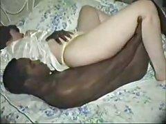 她塞在他的屁股和大射液描边对接插头