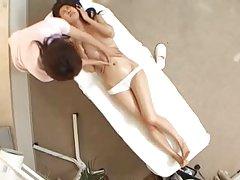 日本女孩玩猫和吸吮黑公鸡